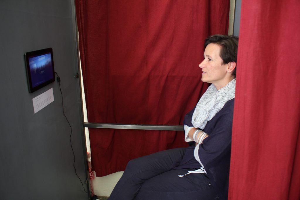 """""""TGV Marseille-Paris"""" in einer Umkleidekabine"""